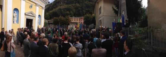 Raduno davanti al monumento di Carpanè