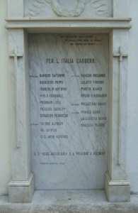 La lapide all'interno della Caserma Pierobon.